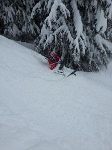 Drole de position! Guilhem analyse le manteau neigeux sur Avoriaz... ;-)
