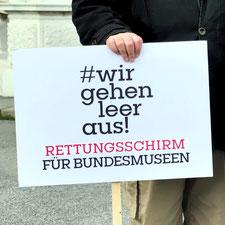 Transparent mit den Worten: Wir gehen leer aus! Rettungsschirm für Bundesmuseen