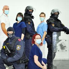 Gruppenbild: Justizwache und ziviles Personal