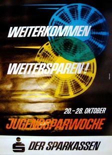 Weiterkommen, weitersparen! Plakat zur Jugendsparwoche. Weltspartag 1965. (83x60).