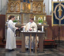 Segnung der Kette durch Pfarrer Gerd Kraus
