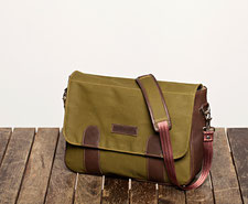 UMHÄNGETASCHE / SHOULDER BAG