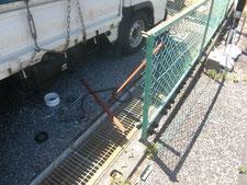 スチールメッシュフェンスの修理:工事中写真