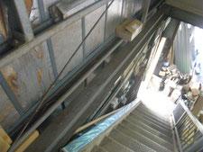 角パイプによる棚受け:工事前写真