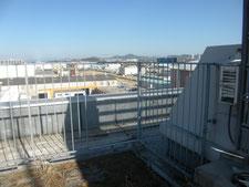 屋上鉄柵に出入口を新設:工事中写真