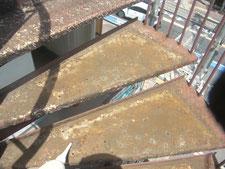 踏み面ゴム板の撤去処分作業:工事中写真