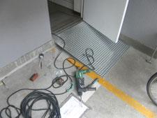 メッキ鋼板スロープ:工事中写真