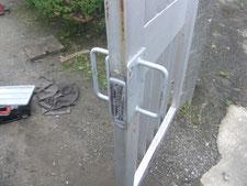 鉄製取っ手の取付:工事中写真