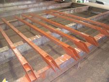 通路屋根の鉄骨補強:工事中写真