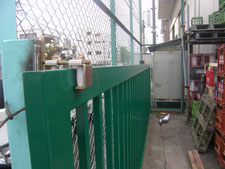 鉄製門扉の取替:工事中写真
