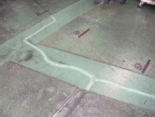 床クラックの補修作業:工事中写真