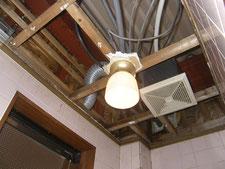 雨漏り修理と天井張り:工事中写真