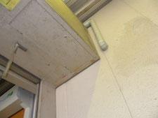 コーキングによる塞ぎ作業:工事前写真
