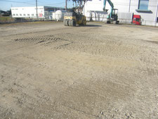 砕石敷き込み転圧作業:工事中写真