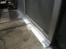 アルミ製ハンガードアの改修:工事中写真