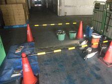 塗床のモルタル補修:工事中写真