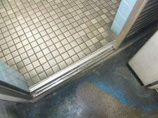 引き戸クローザーの修理:工事中写真