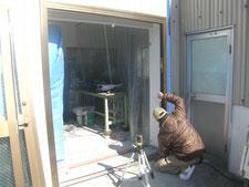 引き違い扉に取替:工事中写真
