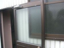アルミ製框ドアの修復作業:工事中写真