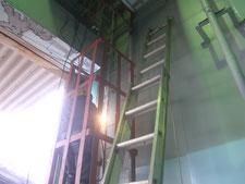 タラップの落下防止柵:工事中写真