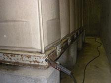現場溶接による鉄骨架台の補強:工事前写真