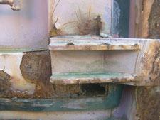 屋外コンテナの修理:工事前写真