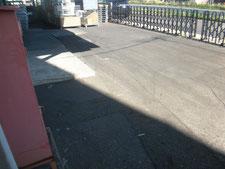 アスファルト舗装を半たわみ性舗装に改修:工事前写真
