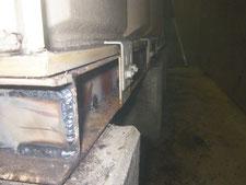 現場溶接による鉄骨架台の補強:工事中写真