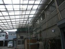 通路屋根の鉄骨補強:工事前写真