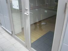 アルミ製框ドア:工事前写真