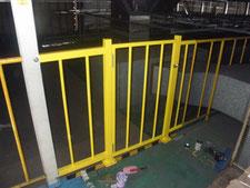 扉付き安全柵の新設:工事中写真
