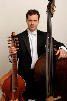 Thomas Grosche mit Violone und Viola da Gamba