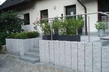 Bau von Mauern und Treppen im Außenbereich