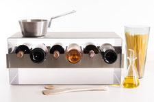 Für die Präsentation von Weinflaschen, zur Weinprobe und Verkostung