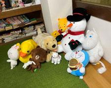 前川医院の待合室にいる、ぬいぐるみたちの写真です
