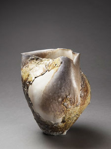Hélène Jous, porcelaine et terres volcaniques en cuisson anagama