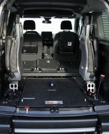 behindertengerechter Opel Combo Life, Beifahrerumbau, Heckausschnitt, EasyFlex Rampe, Sodermanns