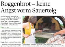 Helga Graef zeigt Brotbacken im Holzofen