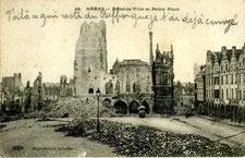 Vue de l'hôtel de ville et du beffroi d'Arras fin 1915 / Photo du site Chemins de mémoire