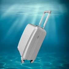 Modernder Alu-Koffer auf Rollen, bereit zum Beamen