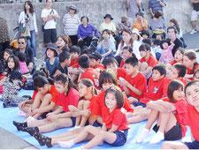 地元住民らでにぎわったアカハチ祭り=オヤケアカハチ銅像前