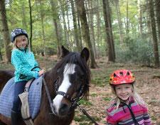 Unsere Pony Ferien Spiele für Kinder aus dem Raum Köln, Bergisch Gladbach sind immer ein Erlebnis.