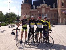 In Höxters Partnerstadt Corbie, unweit von Amiens, legen wir am Rathaus einen kurzen Zwischenstopp ein.