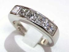 専門の査定士がダイヤモンドを最高値で買取する上尾市の質屋
