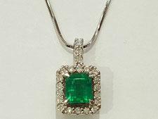 エメラルドネックレスなど宝石、ジュエリーの買取は埼玉県上尾市の質屋かんてい局上尾駅前店