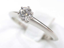 ティファニーのダイヤモンドリングを高く買取いたします。(埼玉県上尾市の質屋は金のリングで質預かりもできます)
