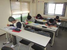 さまざまな生徒さんが学習に取り組んでいる塾です