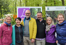 """Beim Wandern mit """"Manueal Andrack auf dem Baumberger-Ludgerusweg"""" war natülich auch das Regionalmanagement der LEADER-Region Baumberge dabei. Foto: privat"""