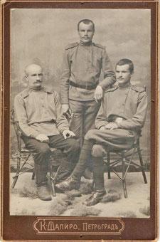 Радисты Царскосельской радиостанции. В центре стоит Николай Дождиков. Июль 1917 г.