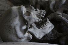 Nicht geostet, gepfählt und enthauptet - Vampirbestattungen in Krumau